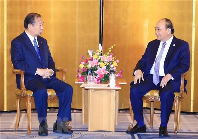 Le PM Nguyen Xuan Phuc rencontre le président de l'Alliance parlementaire d'amitié Japon-Vietnam