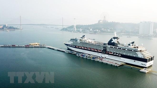 Le port international des paquebots croisières de Hon Gai accueille son premier navire