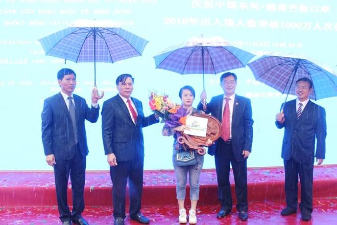 La porte frontière de Mong Cai-Dongxing accueille son 10 millionième visiteur