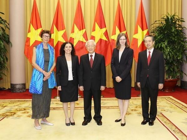 Le président Nguyen Phu Trong reçoit des ambassadeurs de différents pays
