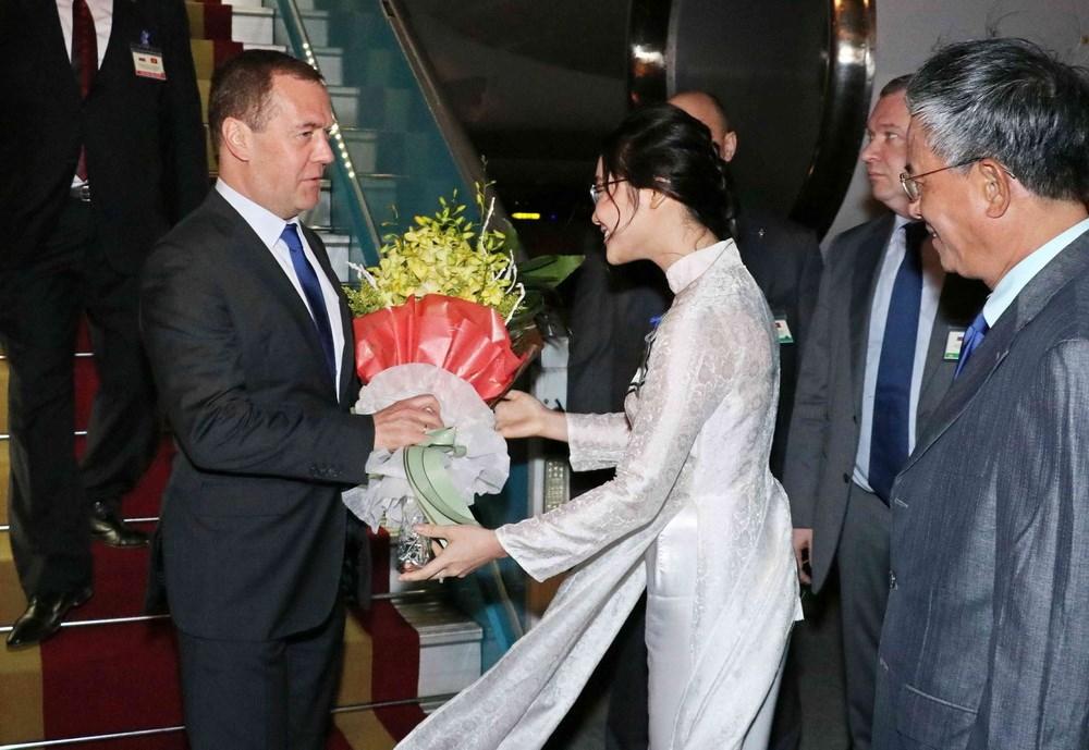 Le Premier ministre russe Dmitri Medvedev entame sa visite officielle au Vietnam