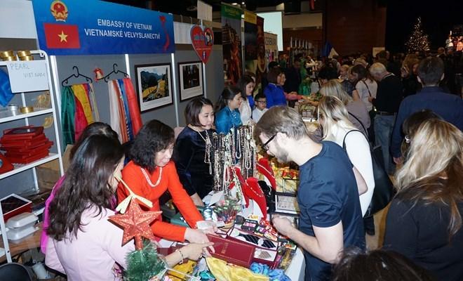 Des produits vietnamiens présentés au Festival international de Noël DSA 2018