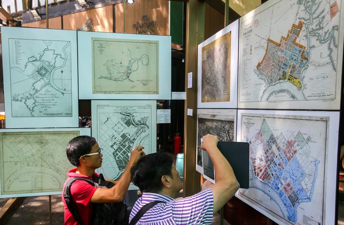 Exposition d'anciennes cartes sur Saïgon