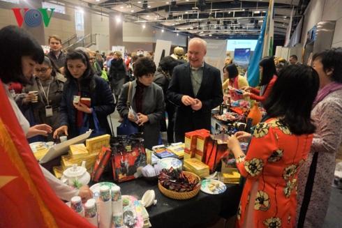 Promotion de la culture vietnamienne à la Winternational Embassy Showcase