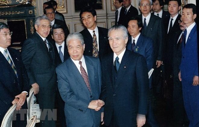 Le Japon rend hommage à feu le secrétaire général Dô Muoi