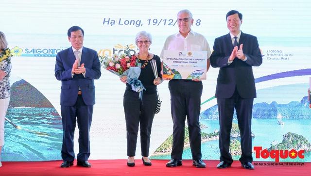 Le Vietnam accueille son 15e million touriste étranger