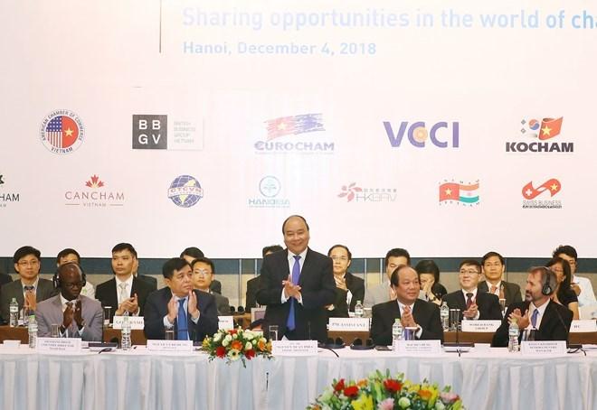 Le PM Nguyên Xuân Phuc s'adresse au Forum des entreprises du Vietnam