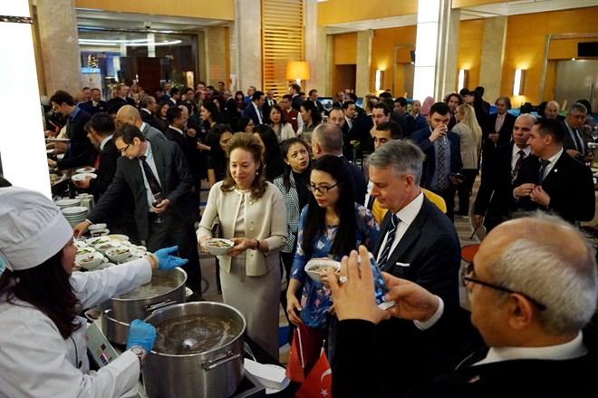 Le peuple turc est impressionné par la nourriture vietnamienne