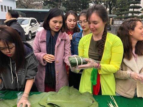 Des étudiants étrangers accueillent le Têt