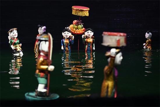 Présentation de l'art des marionnettes vietnamiennes au public indien