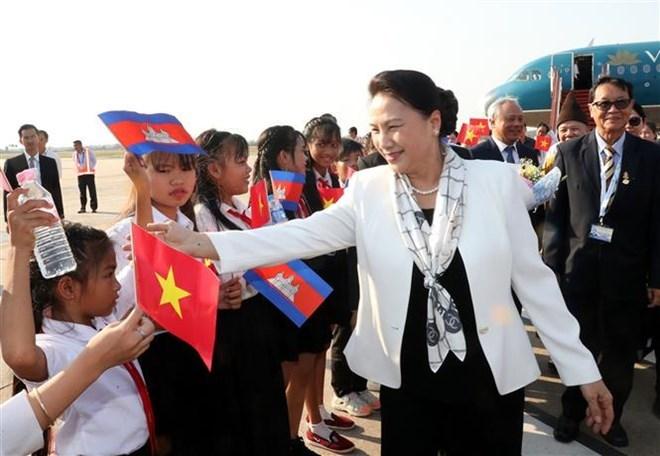 La présidente de l'Assemblée nationale arrive à Siem Reap pour la FPAP-27