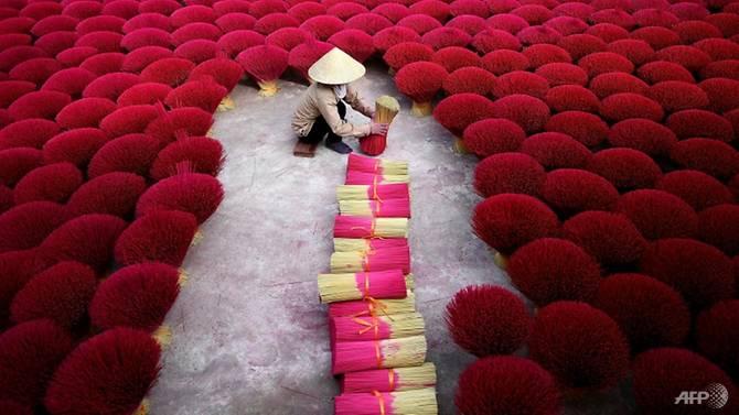 """Hanoi: un """"village de l'encens"""" qui s'anime avant le Nouvel An lunaire"""