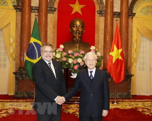 Le SG du Parti communiste et président Nguyên Phu Trong reçoit de nouveaux ambassadeurs étrangers