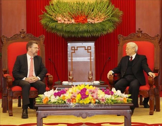 Le secrétaire général du Parti et président Nguyen Phu Trong reçoit le président du Sénat australien