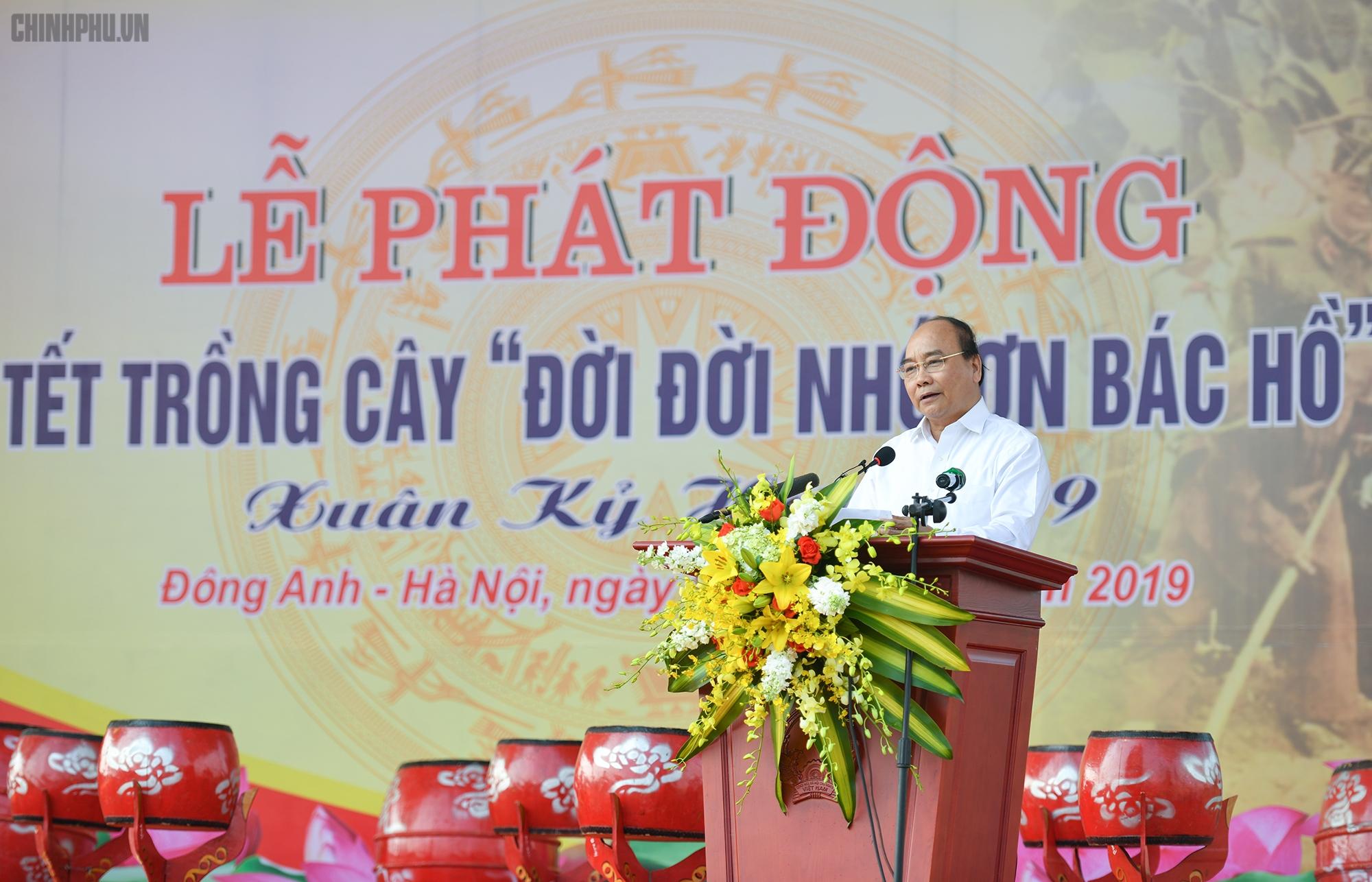 Le Premier ministre Nguyên Xuân Phuc à la fête de plantation d'arbres