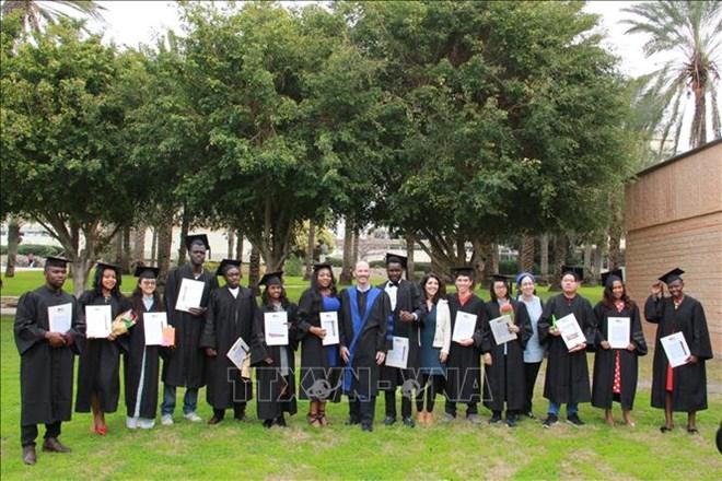 Remise des diplômes de master aux étudiants vietnamiens en Israël