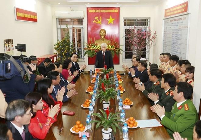 Le SG du Parti et président Nguyen Phu Trong adresse ses vœux du Têt à plusieurs organes