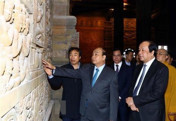 Le PM Nguyên Xuân Phuc inspecte les préparatifs de la Journée du Vesak 2019