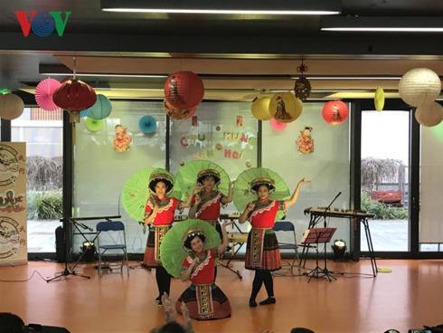 Les Vietnamiens célèbrent le Nouvel An lunaire en France