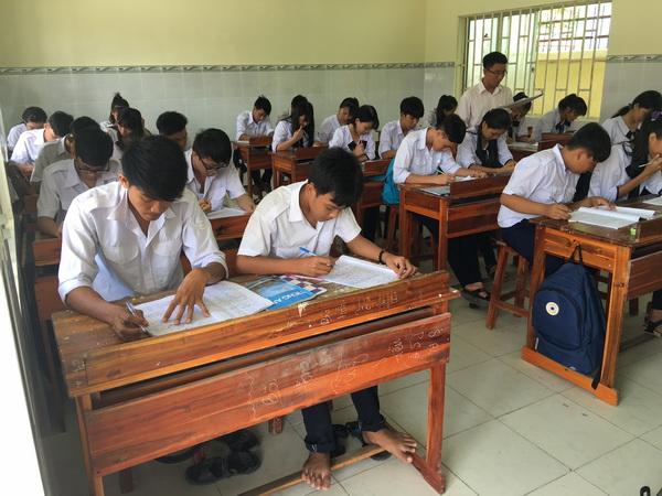 Bourses accordées à des lycéens pauvres des provinces côtières
