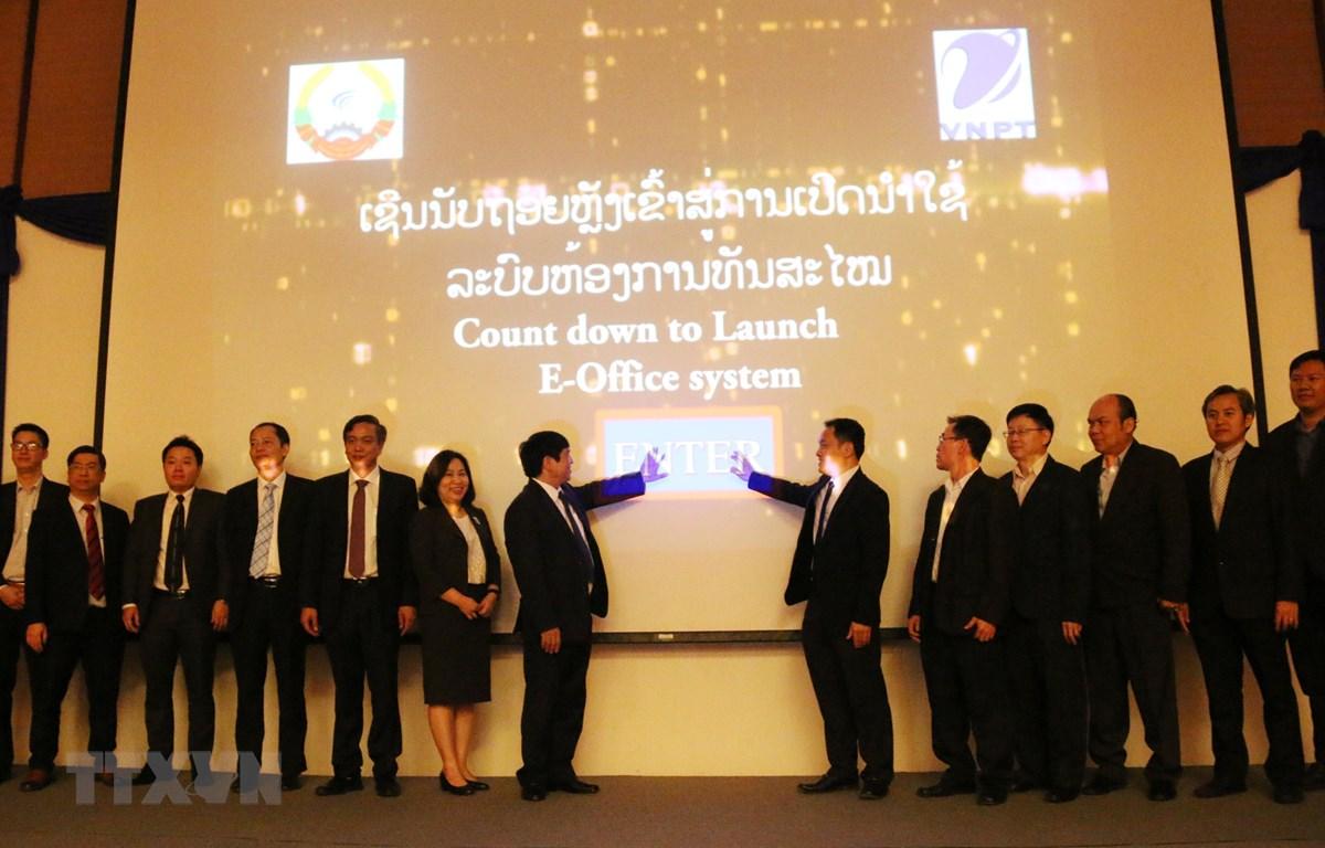 Le Vietnam aide le Laos à mettre en place le système de gestion électronique de l'Etat
