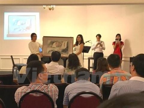 L'association Dong Hanh à Singapour octroie 32 bourses d'étude à des étudiants vietnamiens