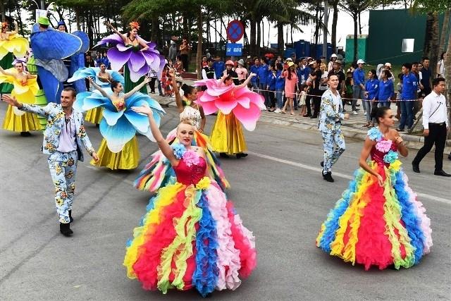 Plus de 200 artistes participeront au Carnaval de Ha Long à l'occasion du 30 avril