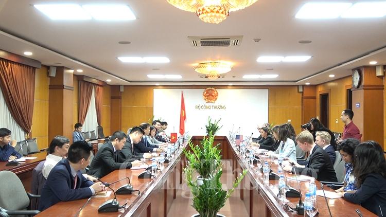Le Vietnam prend en haute considération ses relations avec les Etats-Unis