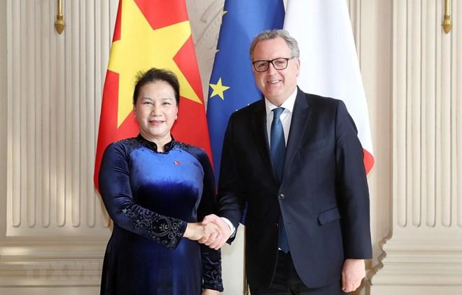 Le Vietnam prend en haute considération ses relations avec la France