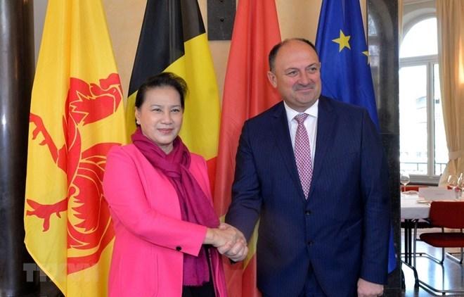 La présidente d'AN du Vietnam rencontre le ministre-président wallon