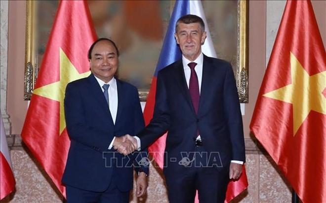 Entretien entre le Premier ministre Nguyen Xuan Phuc et son homologue tchèque
