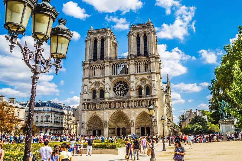 Histoire de la cathédrale Notre-Dame de Paris à travers les époques