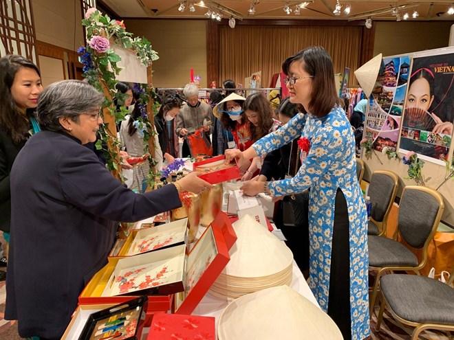 Le Vietnam participe à la 43e foire caritative de l'Association des femmes de l'Asie-Pacifique