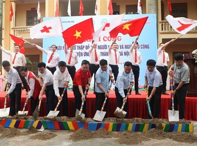 Croix-Rouge: construction de 154 maisons pour des personnes démunies de Hanoi
