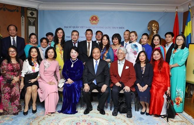 Le PM Nguyen Xuan Phuc rencontre des représentants de la communauté vietnamienne en Suède