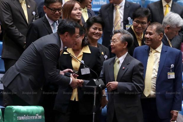 Thaïlande: Chuan Leekpai élu président de la Chambre des représentants