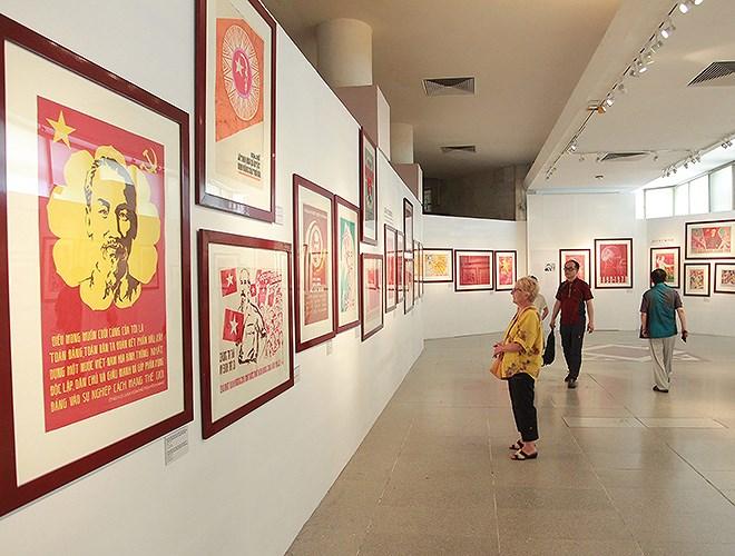 """Exposition """"Portrait de Hô Chi Minh à travers les peintures de propagande"""""""