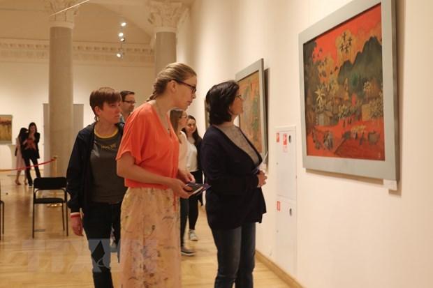 Exposition de peintures de laque poncée du Vietnam en Russie