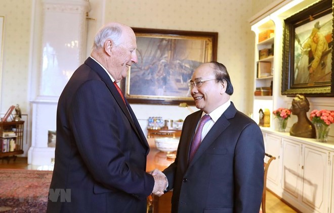 Le Premier ministre Nguyen Xuan Phuc rencontre le roi de Norvège