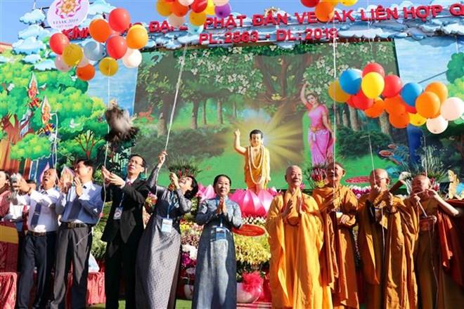 Célébration du 2563e anniversaire de la naissance du Bouddha à Ho Chi Minh-Ville