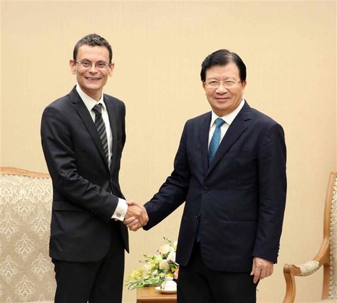 Le vice-Premier ministre Trinh Dinh Dung reçoit des entreprises françaises