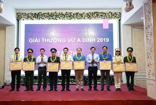 Cérémonie marquant les 10 ans du prix Vu A Dinh