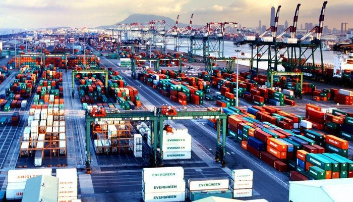 [Infographic] Le Vietnam réalise un excédent commercial de plus de 710 million de dollars en 4 mois