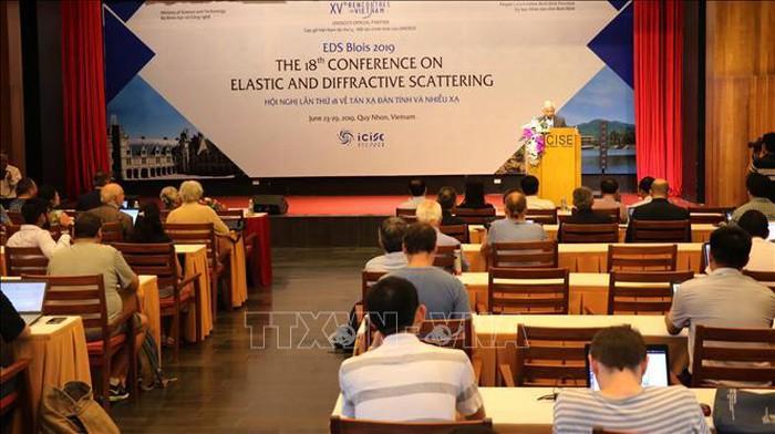 Quy Nhon organise une conférence scientifique sur la diffusion élastique et diffractive