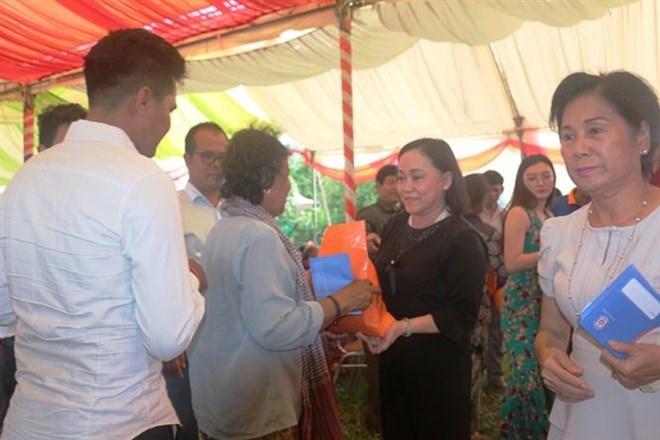 Binh Duong aux côtés des personnes pauvres à Kandal (Cambodge)