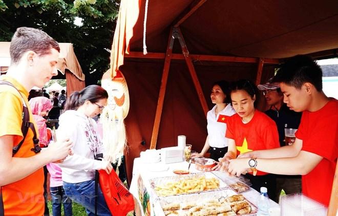 La culture vietnamienne impressionne lors d'un festival en R. tchèque