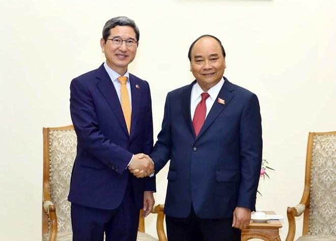 Le PM Nguyen Xuan Phuc reçoit le président du groupe d
