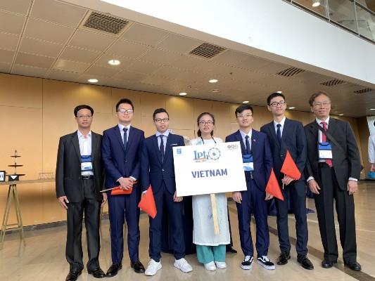 Le Vietnam remporte trois médailles d'or à la 50ème IPhO