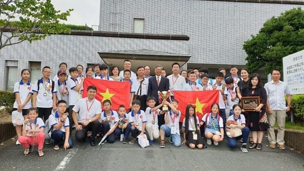 Des élèves vietnamiens au concours WMI au Japon remportent des prix