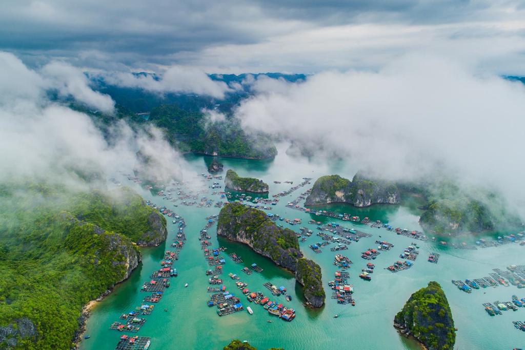 Cat Ba et Ha Long majestueux à travers des photos capturées par drone